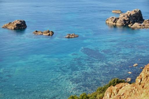 海 北海道の海 青い海 ブルーの海 透き通った海 積丹 北海道の海 小樽の海 岩