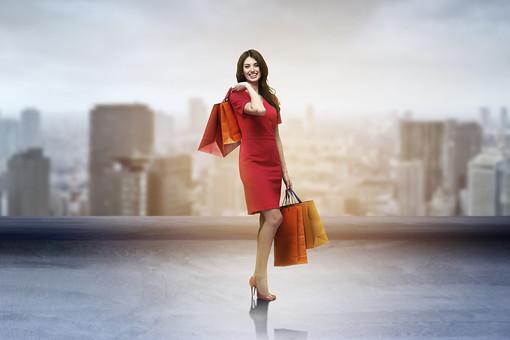 ショッピングをする女性3の写真