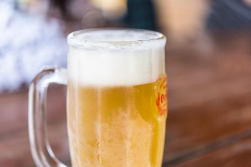 生ビール ビール 美味しい 金色 ゴールド 飲み物 冷たい 夏 アルコール 酒 お酒 沖縄 居酒屋 バー ジョッキ 飲み会 女子会 ビーチ 海の家