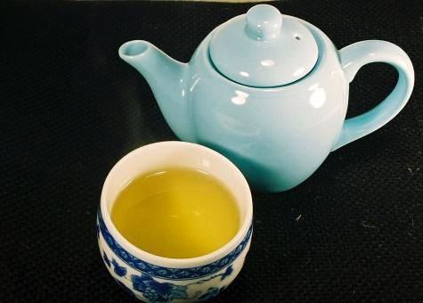 イチョウ 銀杏 葉 茶 健康茶 急須 茶碗 温かい飲み物 お茶 ヘルシー 健康志向 風景 景色 飲み物 ドリンク 温かい飲み物