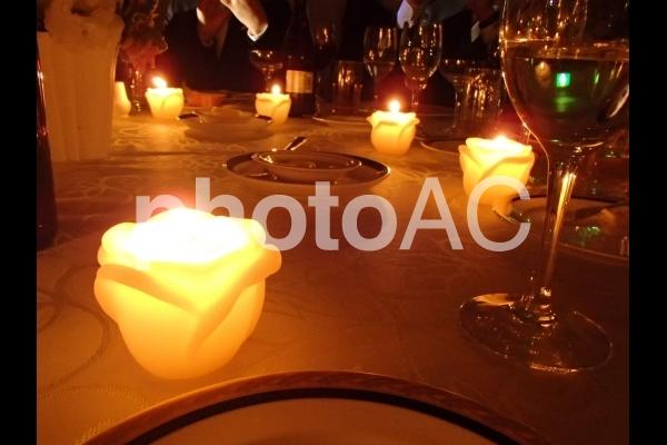 披露宴のゲストテーブルの写真
