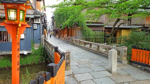 京都 白川 巽橋 祇園 観光地 橋 風景 町屋 情緒 風情 古い町並み 関西 きょうと 路地 石畳