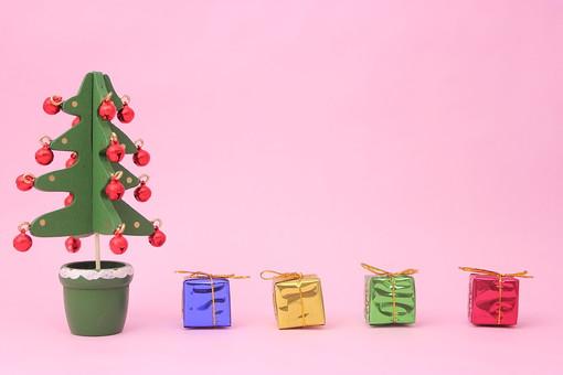 クリスマス クリスマスイメージ イベント 行事 オーナメント クリスマスオーナメント 冬 飾り ピンク ツリー クリスマスツリー プレゼント クリスマスプレゼント 鈴 ベル りぼん リボン