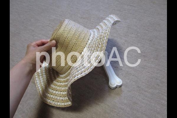 麦わら帽子とおやつの写真