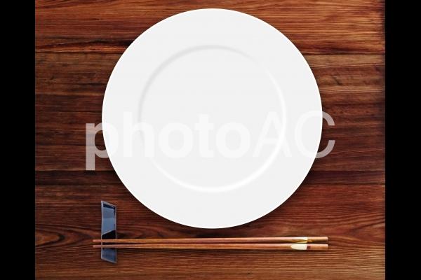 和食イメージの白いお皿の写真