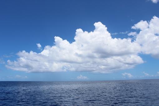 空と海と雲の写真