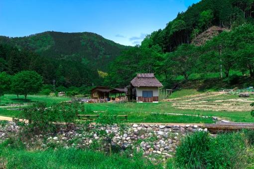田舎 家 小屋 田舎暮らし 水車 緑 田舎暮らし 山 青空 晴天 晴れ 自然 リタイヤ スローライフ 大自然 昔話 風景 むかし話 昔ばなし
