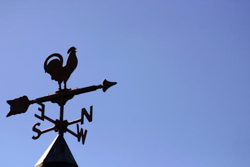空 青空 風見鶏 方角 にわとり 鶏 ニワトリ 酉 鳥 干支 年賀状 2017 東西南北 矢印 屋根 方位 風向 風向計 風 住宅 家 魔除け