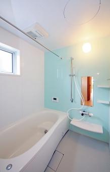 住宅 設備 浴室 風呂場 ユニットバス ブルー 青 シンプル 新築 縦位置 水回り 風呂 シャワー 木造 動線