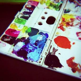 画家 絵画 パレット 絵の具 インク 美術 カラフル 色 アクリル 水彩 イラスト デザイン 赤 黄 青 緑 黒 図工 絵 素材