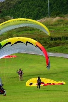 パラグライダー 体験 スポーツ 飛ぶ 夏 秋 晴れ アウトドア 練習