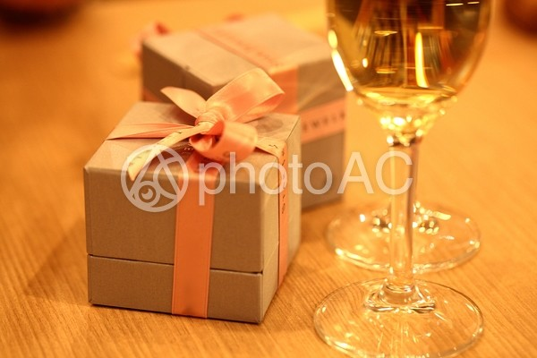 シャンパンとジュエリーボックス2の写真