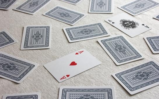 とらんぷ ゲーム カード カードゲーム トランプゲーム 神経衰弱 しんけいすいじゃく 数字合わせ 数字 数 ナンバー 一致 遊ぶ 遊び play PLAY Play 運 幸運 天運 運命 選択する 選択肢 選ぶ 自分で選ぶ 人生 分岐点 分かれ道 当たる 的中