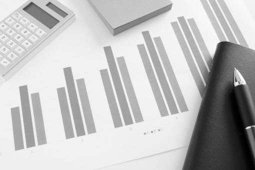 プレゼン資料 ビジネス 仕事 会議資料 打ち合わせ ミーティング マーケティング プロジェクト 企画 販売実績 グラフ資料 報告書 資料 書類 図形 数値 データ 統計 見通し 予測 経営 戦略 売上 利益 他社 市場動向 店舗別 月次 数字 集計データ 作業 業務 オフィス 事務所 計算機 顧客 販売計画 営業企画 営業マン ビジネスマン 手帳 ツール 付箋紙 素材 背景 背景素材 イメージ コンテンツ サービス 改善策 打開策 見直し ウェブ素材 ホームページ素材 ブログ素材 web 商品販売 営業活