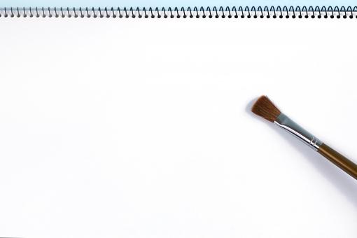 背景 テクスチャ 画用紙 紙 スケッチブック 筆 絵 白 テキストスペース コピースペース 無地 文具 文房具 小物