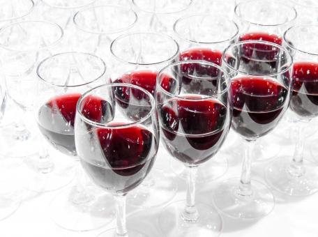 ワイングラス ワイン グラス 赤ワイン パーティー 注がれた 注ぐ 白 赤 パーティーイメージ 会場 集まり 宴会 宴会場 乾杯 出席 説明会 名刺交換 ビジネス ビジネスシーン 会合 打ち合わせ 談笑 結婚 ホテル 式場 お祝い 祝福 紹介 飲み物 飲酒