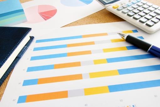 グラフ資料 会議資料 書類 ビジネス すり合わせ 打ち合わせ ミーティング 経営 営業企画 説明資料 データ分析 市場調査 マーケティング 売上推移 利益 ソリューション アンケート結果 数値 数字 勉強 学習 傾向と対策 解決策の提示 ビジュアル 説得材料 情報共有 素材 問題提起 課題抽出 改善点