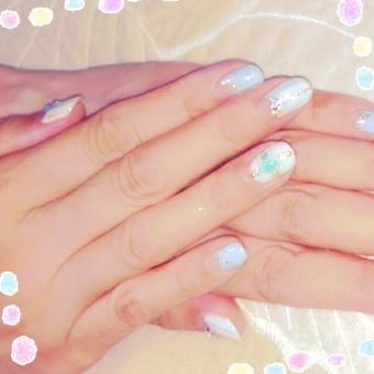 ジェルネイル ネイル ツメ 爪 つめ 両手 ハンド 女性 パーツ 白 ブルー 水色