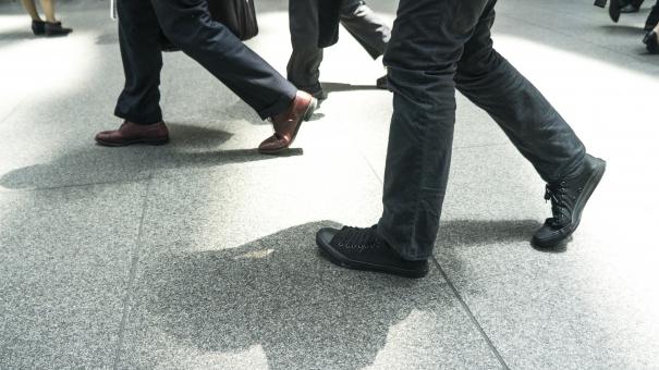 歩行の写真素材|写真素材なら「写真AC」無料(フリー)ダウンロードOK