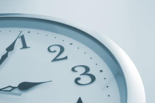 時計 時刻 時間 掛け時計 壁掛け時計 ビジネス 仕事 業務時間 営業時間 打ち合わせ 延長戦 待ち合わせ 背景 素材 背景素材 壁紙 イメージ 残り時間 タイム タイムリミット 予定 計画 会議 休憩時間 労働時間 時給 給料 時間外 ウェブ素材 ブログ素材
