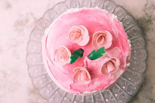 タワー型 バラ飾り ケーキ2の写真