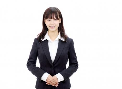 女性 人物 ビジネスウーマン 20代 二十代 女の子 若い 日本人 笑顔 えがお 可愛い かわいい ポートレート モデル 美しい 美人 きれい 綺麗 ビジネス オフィス スーツ オフィスレディー 会社 会社員 企業 仕事 働く 職場 ol 秘書 受付 受付嬢 手 手を組む 挨拶 あいさつ 接客 紹介 感謝 見送る 見送り 迎える 出迎え 出迎える お出迎え 朗らか にこやか ほほえむ 微笑む ほほえみ 微笑み 白 背景 白バック 白背景 スタジオ撮影 スタジオ 無地背景 1人 一人 余白 コピースペース アップ 上半身