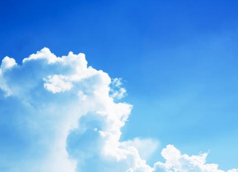 入道雲 雲 空 青空 晴れ 夏 サマー summer 積乱雲 自然 風景 景色 素材 背景 青 白 ホワイト 猛暑 夏休み まぶしい 汗 日焼け 紫外線 日光浴 天気 気象 天候 デザイン素材 文字スペース コピースペース テキストスペース 暑い