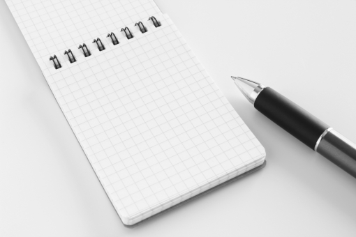 メモ帳 めも メモ用紙 ペン ボールペン 書くもの 筆記用具 ツール 事務用品 ビジネス 打ち合わせ 伝言 ボード ペーパー バック 下地 言伝 重要事項 記録 暗記 書き留める 素材 背景 背景素材 イメージ 仕事 デスク オフィス 連絡事項 メモを取る