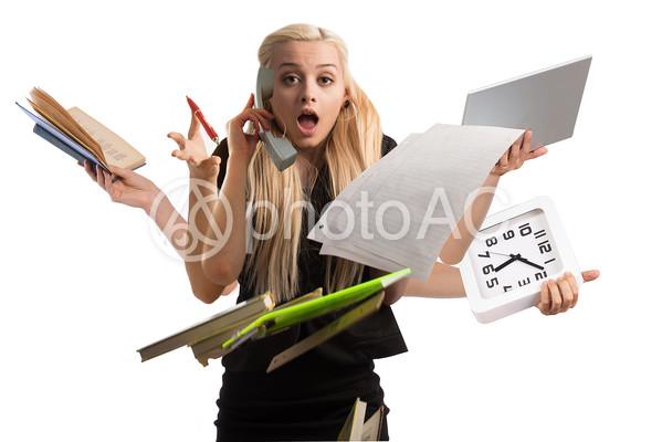 忙しくて焦る女性の写真