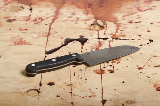 事件 現場 事件現場 犯行現場 殺人  犯罪 暴力 バイオレンス 現場検証 警察  血 血痕 血こん 血の跡 無人  床 証拠 殺人事件 ホラー 凶器 包丁 ナイフ アップ 残虐 残忍 凶悪 サスペンス 残酷 血のり 血糊