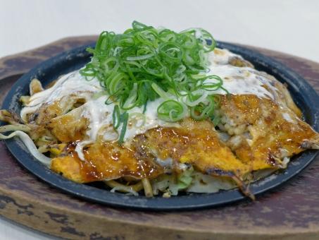 関西 モダン焼き 粉物 鉄板 japanesefood okonomiyaki moden お好み焼き 鉄板焼き 日本 食事 ネギ ねぎ 麺類 麺