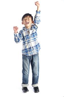 人物 子供 こども 男の子 男児 児童 少年 小学生 成長 洋服 デニム ジーンズ ジーパン パンツ シャツ チェック 軽装 運動 元気 ワンパク わんぱく ファッション スタジオ撮影 白背景 白バック 日本人  mdmk015