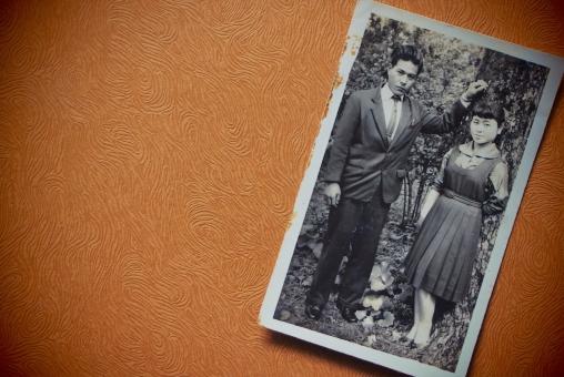昭和の若いカップルの写真