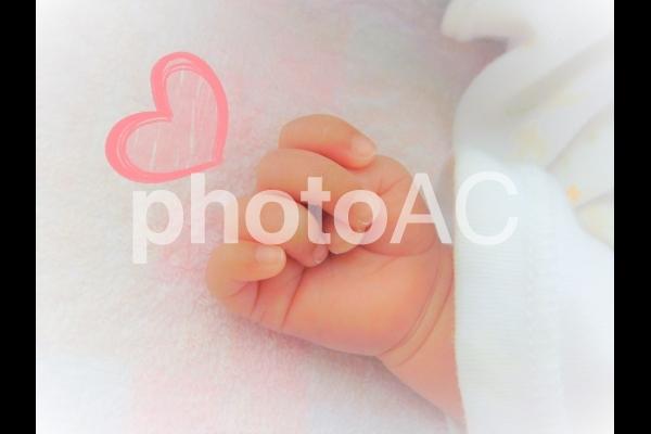 赤ちゃんの手(ハート)の写真