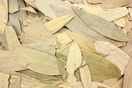 スパイス 調味料 香料 香辛料  食べ物 食材  乾燥 背景 背景素材 バックグラウンド テクスチャ テクスチャー ローリエ 月桂樹 ベイリーフ 葉 香料 植物 ハーブ 沢山 しきつめる 重なる かさなる