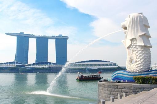 シンガポール マーライオン 観光 観光スポット 大都会 マリーナベイサンズ 旅行 海外 有名 観光地 シンボル アジア 高層ビル 都会 夏休み 連休 バカンス リゾート