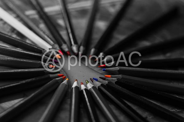 モノクロ色鉛筆2の写真