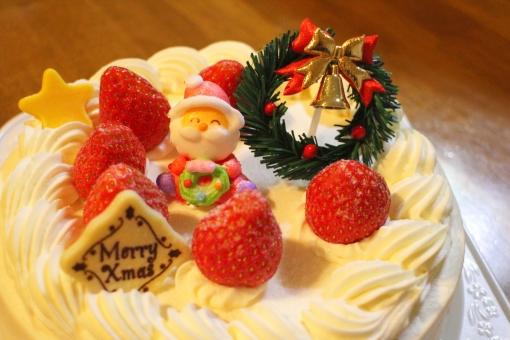 クリスマス 行事 冬 12月 ケーキ サンタ リース X'mas chiristmas いちご ショートケーキ いちごのケーキ 生クリーム おやつ お祝 砂糖菓子 スイーツ sweets 日本 japan