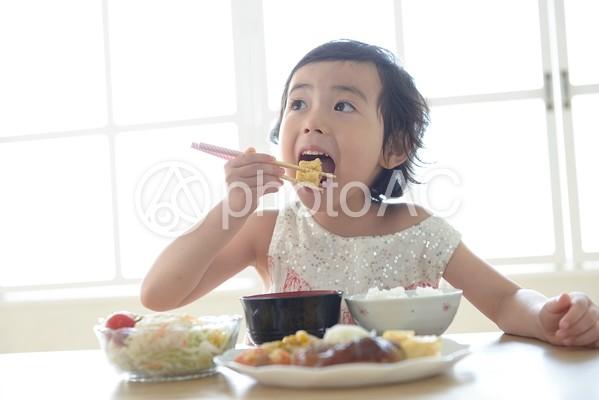 母と子 食事15の写真