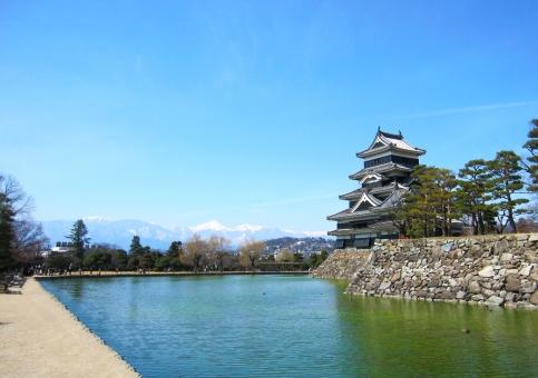松本城と北アルプスの写真