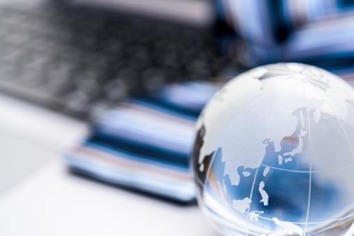 世界 世界進出 ブルー 外資系 クール ネクタイ ビジネスマン 会社員 パソコン ノートパソコン コンピューター 証券 グローバル 地球 株価 ビジネス キーボード IT 事務 日本 メール ブログ インターネット 取引 ストライプ スマート エリート クリスタル スーツ 背広