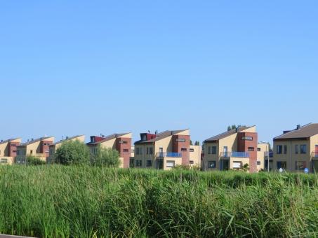 家 住宅 住宅街 住居 暮らし 暮らす 家族 ファミリー マイホーム 新居 青空 緑 郊外