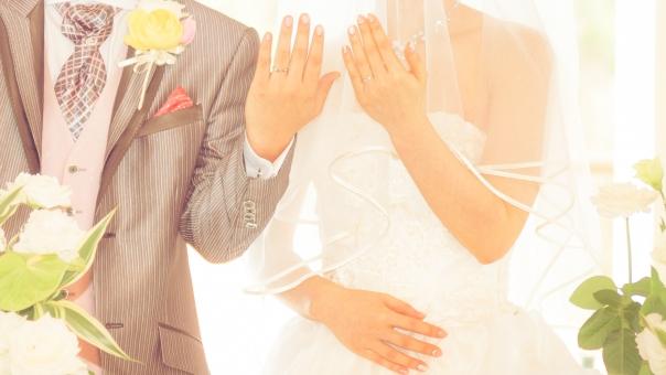 マリッジリング 結婚式 指輪 結婚 結婚指輪 リング 愛 永遠 誓い ラブ 二人 夫婦 女性 男性 カップル タキシード ウェディング ウェディングドレス 指 手 ブライダル 記念日 記念 白 純白