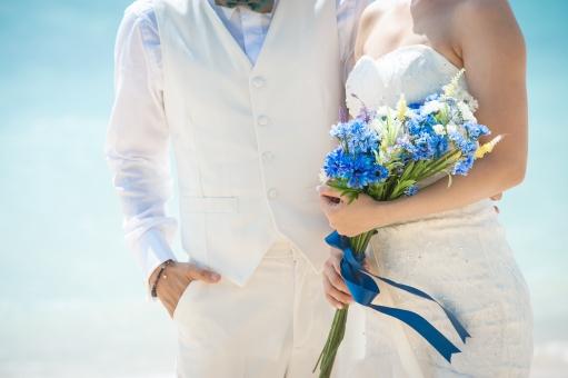 ブーケを持つ花嫁の写真
