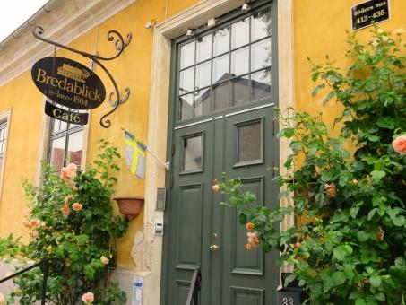 扉 ドア エントランス 玄関 正面 ホテル 看板 ばら バラ 薔薇 シック リラックス 休憩 一休み 休息 ピンク 緑 黄色 海外 外国 ヨーロッパ スウェーデン 北欧 街並み