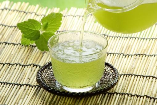 緑茶 茶 お茶 冷茶 冷える 冷たい 注ぐ 冷やす コールド ドリンク コールドドリンク グラス コップ 急須 ガラス 喉が渇く 潤す 水分補給 夏 夏のイメージ 夏イメージ リラックス 休憩 休息 クール グリーンティー 緑 グリーン さわやか 涼 涼しげ 涼しい 氷 ガラスの器 飲み物 冷たい飲み物 熱中症対策 清涼感 アイス 一杯 冷たいお茶 和 和風 すだれ