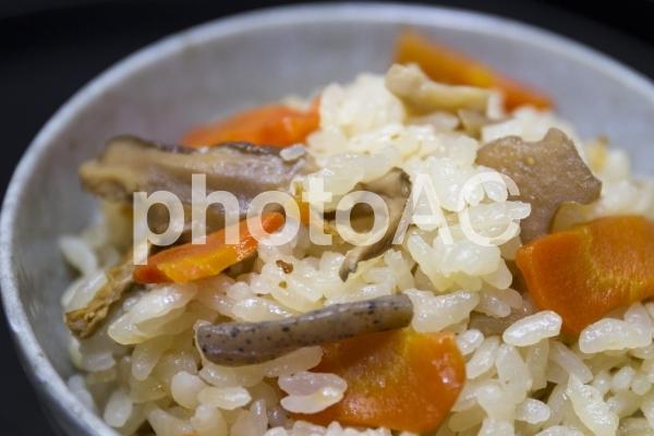 炊き込み御飯の写真
