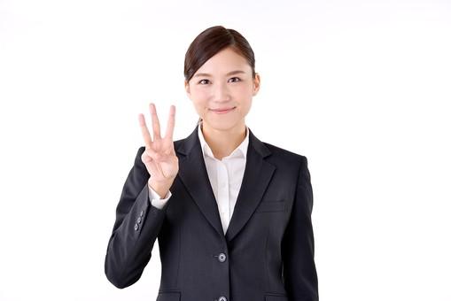 人物 日本人 女性 若い 若者  20代 スーツ 就職活動 就活 就活生  社会人 OL ビジネス 新社会人 新入社員  フレッシュマン 面接 真面目 清楚 屋内  白バック 白背景 上半身 指 数字 3 ビジネスマン mdjf007