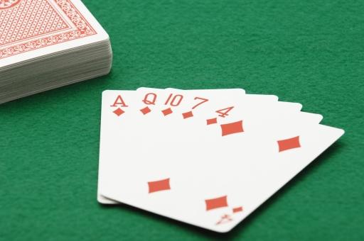 ポーカー トランプ カード カードゲーム フラッシュ ギャンブル 賭け 賭博 ゲーム レクリエーション 運 幸運 不運 勝ち 負け カジノ 金 お金 賭け事 ルール 娯楽