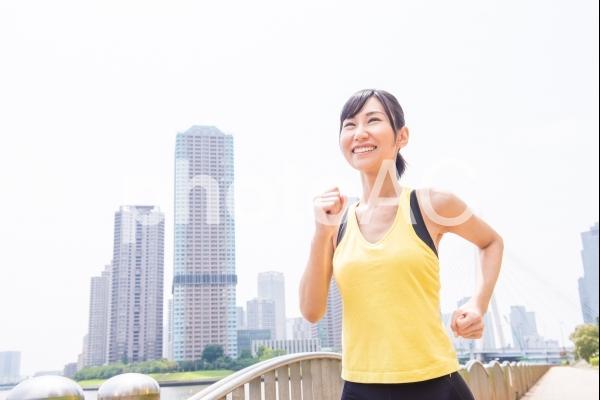 ジョギングする女性3の写真